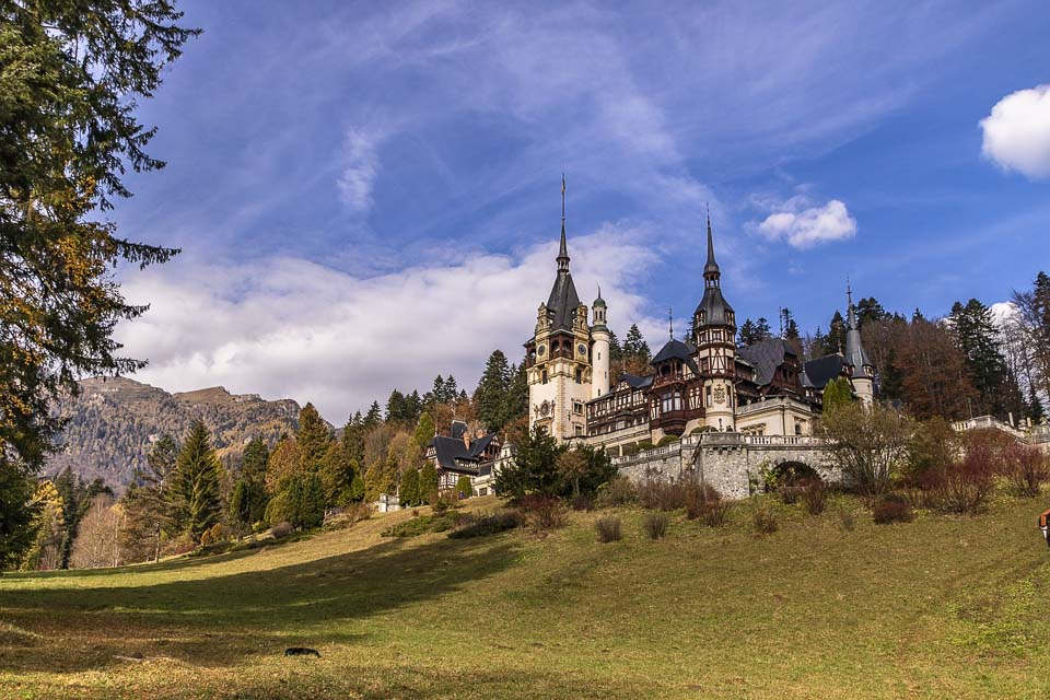 Peleș Castle: one of th emost beautiful things to do in Romania