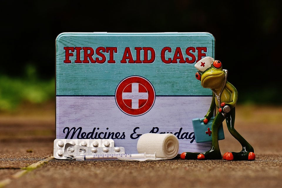 Carrying a first aid box comes as a medical help during travels: safety tips for travelling